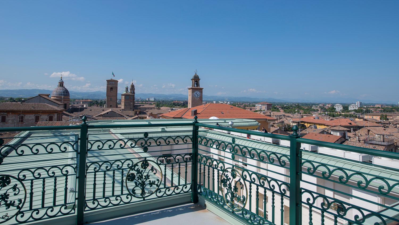 Palazzo Busetti balcone attici