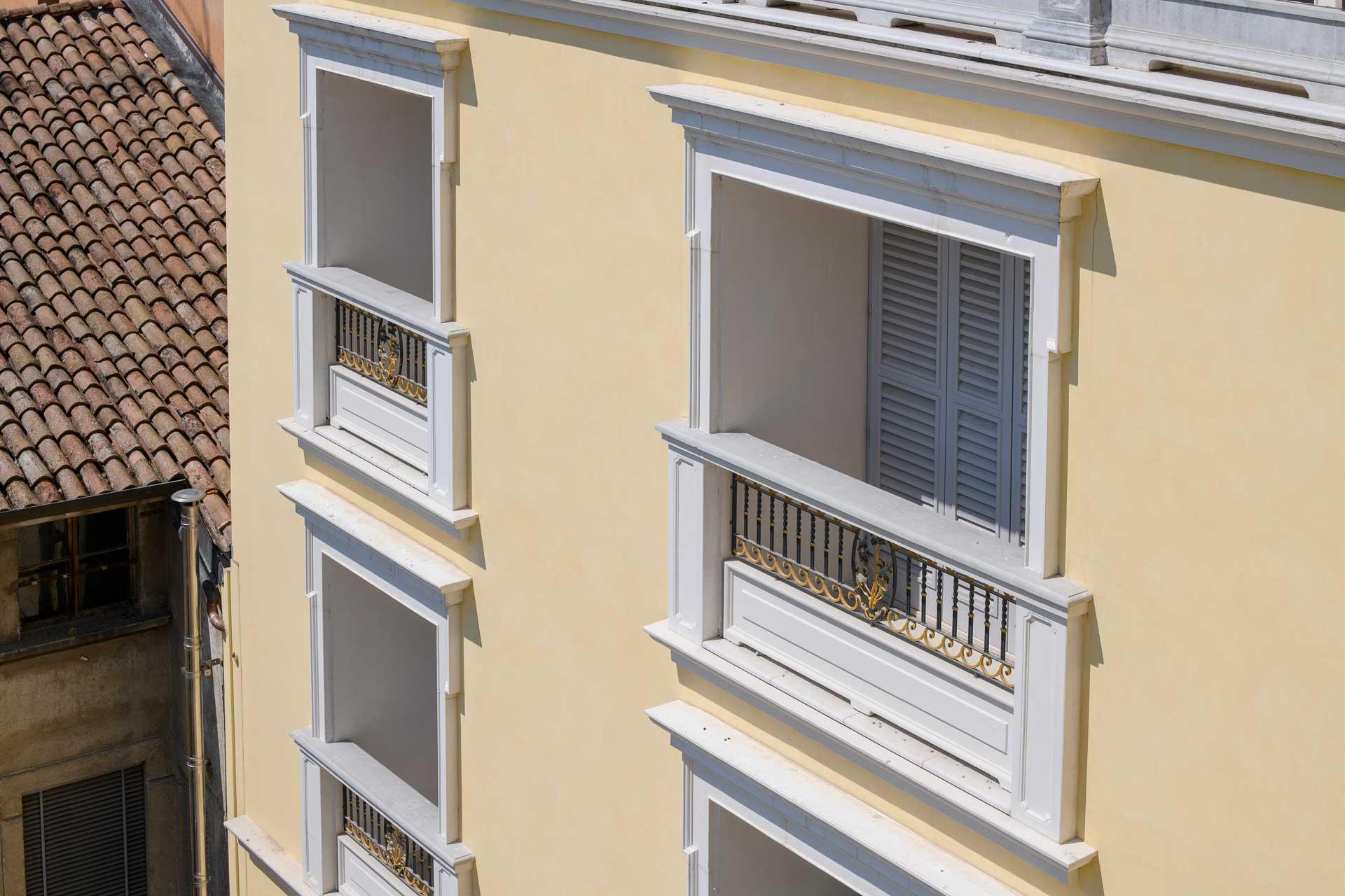 Palazzo Bussetti finestre esterno