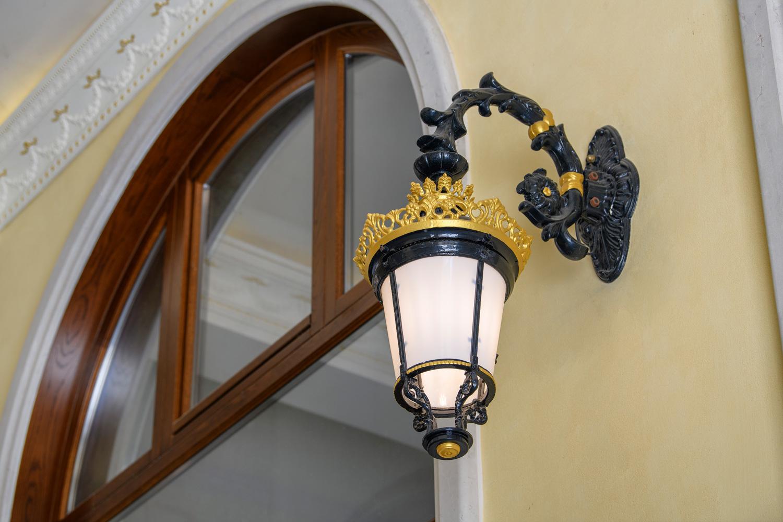 Palazzo Busetti particolare lampione